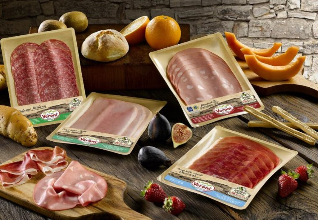 Italian delicatessen meats with reduced plastic packaging